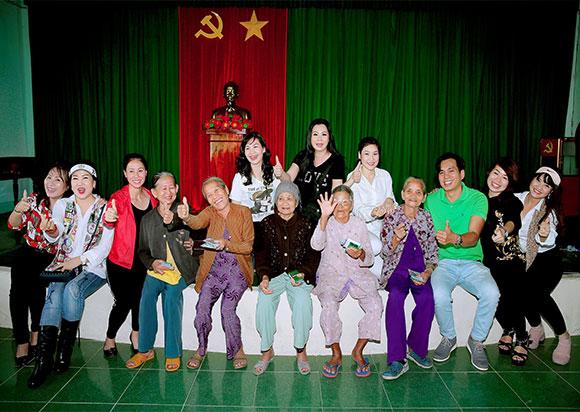 MC, diễn giả Thi Thảo dọc hành trình miền Trung cứu trợ bà con vùng bão, lũ tỉnh Quảng Ngãi và Quảng Trị