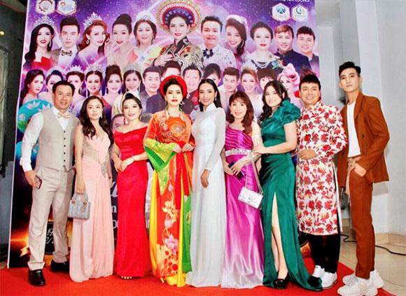 Người mẫu trẻ Minh Đạt, diện trang phục đơn giản, nhưng vẫn nam tính, cực ngầu