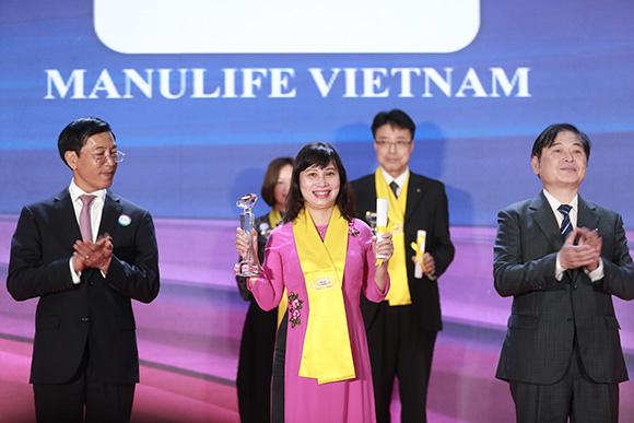 Manulife Việt Nam nhận Giải Thưởng Rồng Vàng vì những thành tựu nổi bật trong hành trình nâng cao trải nghiệm khách hàng