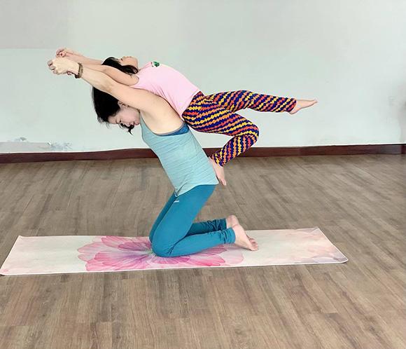 Chân dung Cô giáo, HLV Yoga Pilates Đỗ Diễm Chi. Người ươm mầm phát triển toàn diện cho nhiều thế hệ học trò thiếu nhi.